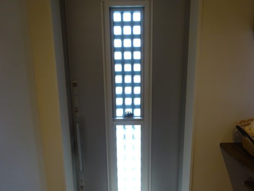 LIXIL製引き戸の玄関ドア通風タイプ