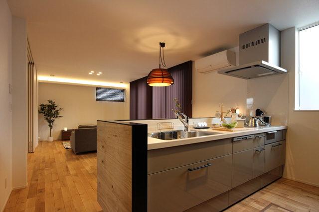 1階のすべてが見渡せるキッチン