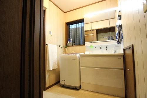 施工後、タカラ製洗面台に取替